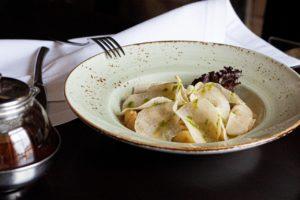 Тёплый салат с говяжьим языком и картофелем бейби