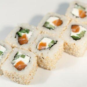 Фуджимото (лосось, огурец, сыр Филадельфия)